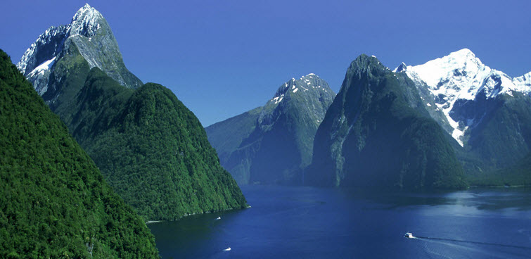 An image of the remarkable Fiordland National Park in New Zealand