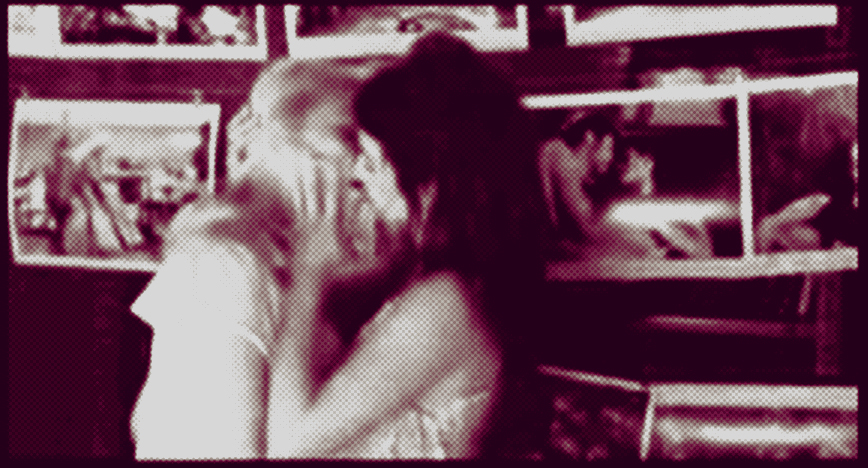 An image of Penelope Cruise and Scarlett Johanson kissing