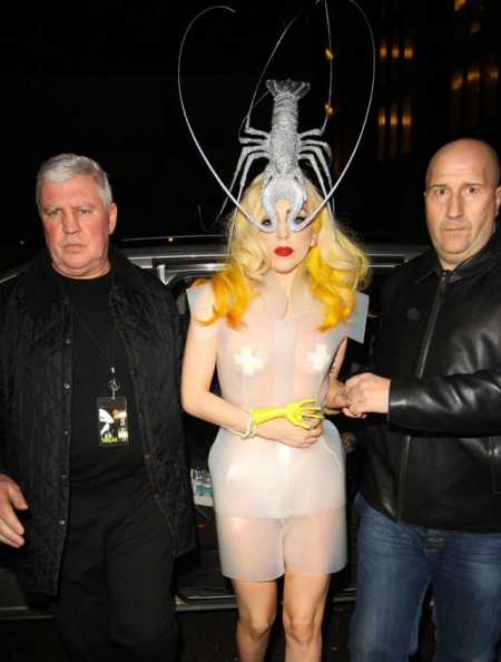 An image of lady Gaga wearing the Lobster hat
