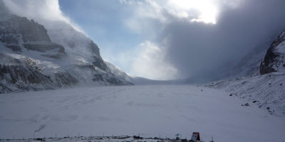 An image of the Athabasca Glacier along Ice fields Parkway